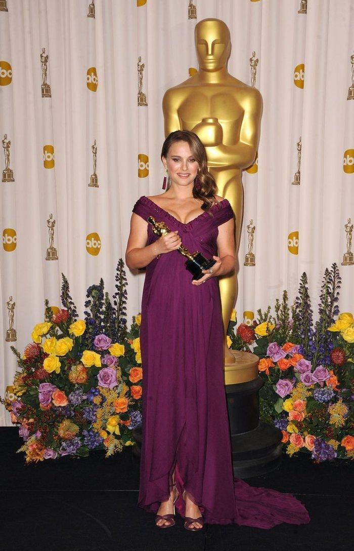 Anne Hathaway, Charlize Theron, Nicole Kidman, Angelina Jolie…mặc gì trong lần đầu tiên nhận giải Oscar? Ảnh 13
