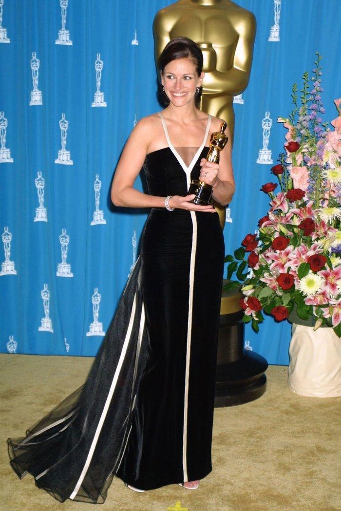 Anne Hathaway, Charlize Theron, Nicole Kidman, Angelina Jolie…mặc gì trong lần đầu tiên nhận giải Oscar? Ảnh 7