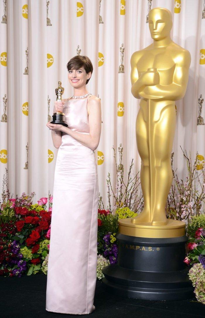 Anne Hathaway, Charlize Theron, Nicole Kidman, Angelina Jolie…mặc gì trong lần đầu tiên nhận giải Oscar? Ảnh 14