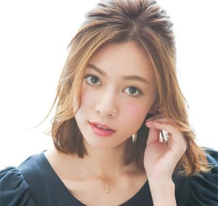 Cách tạo mẫu tóc phù hợp với khuôn mặt để bạn gái xinh xắn, tự tin 'bung lụa' ngày Valentine Ảnh 2