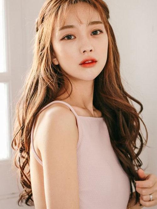 Cách tạo mẫu tóc phù hợp với khuôn mặt để bạn gái xinh xắn, tự tin 'bung lụa' ngày Valentine Ảnh 1
