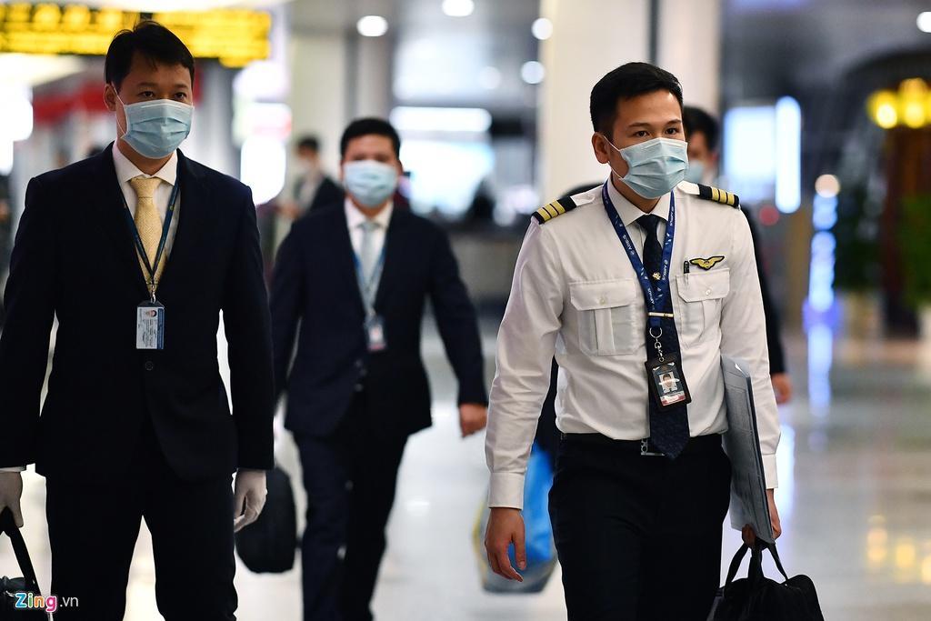 Bên trong máy bay bọc kín nylon chở khách Trung Quốc về Vũ Hán Ảnh 1
