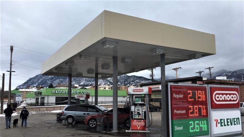 Trạm xăng đổ nhầm dầu diesel khiến hàng chục xe bị hỏng hóc Ảnh 1