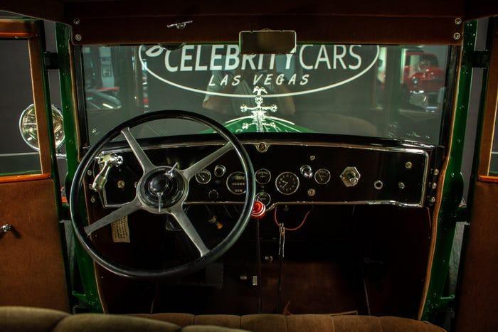 Xe Cadillac mui trần chống đạn của ông trùm Al Capone được đấu giá 1 triệu USD Ảnh 2