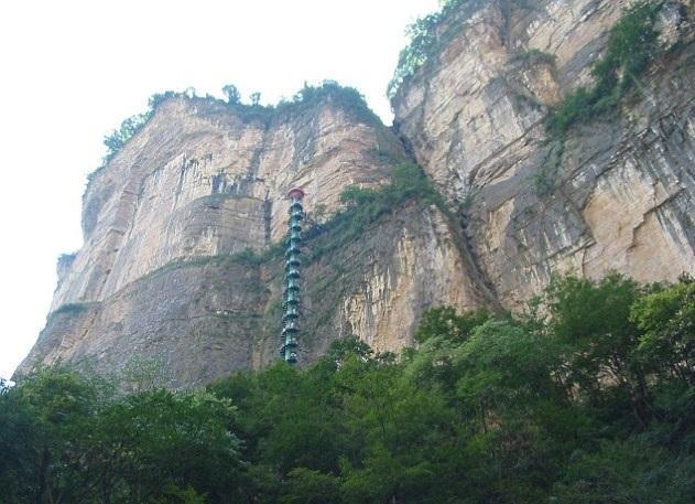 'Cầu thang lên thiên đường' nguy hiểm nhất thế giới Ảnh 5