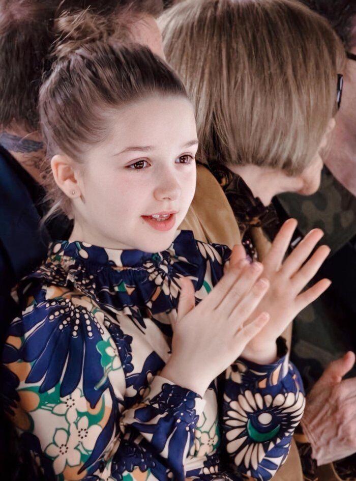 Tiểu công chúa nhà Beckham 'gây sốt' ở Tuần lễ thời trang London Ảnh 6