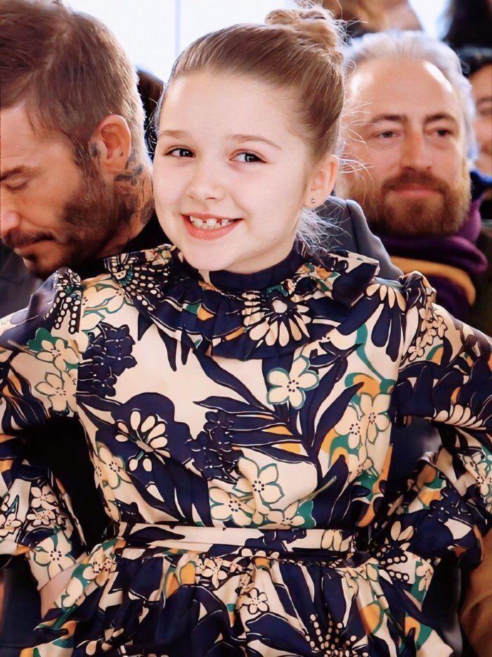 Tiểu công chúa nhà Beckham 'gây sốt' ở Tuần lễ thời trang London Ảnh 4