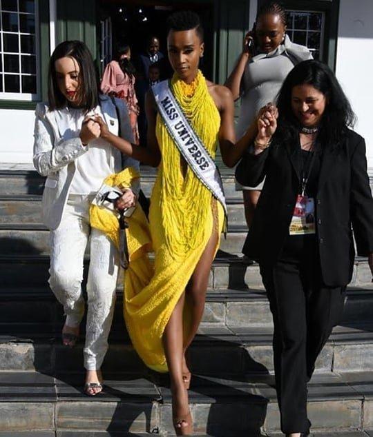 Mặc bikini trắng, Miss Universe 2019 như ngọc đen đẹp sững sờ, fan choáng váng với body Ảnh 16