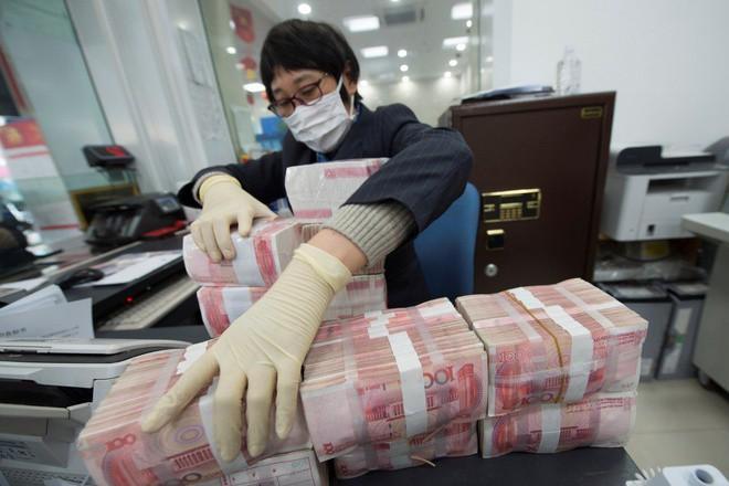 Trung Quốc tiêu hủy, khử trùng tiền mặt tại các vùng dịch Ảnh 1