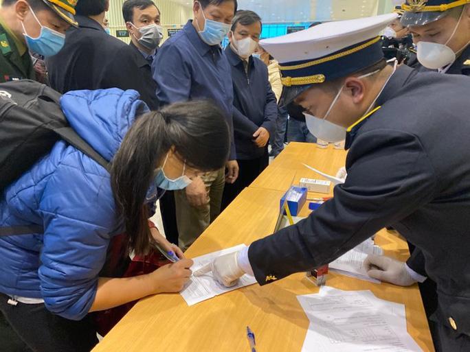Bộ Y tế: Nhiều người về từ Trung Quốc chưa được giám sát, cách ly y tế Ảnh 1