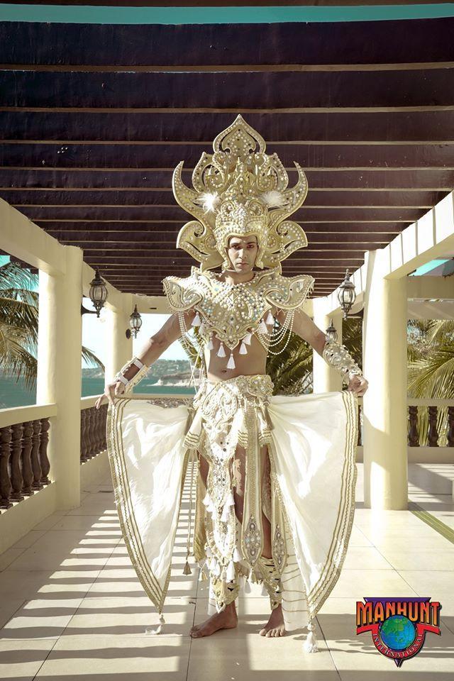 Phạm Đình Lĩnh diện National Costume áo dài độc đáo, được dự đoán đăng quang Manhunt International 2020 Ảnh 11