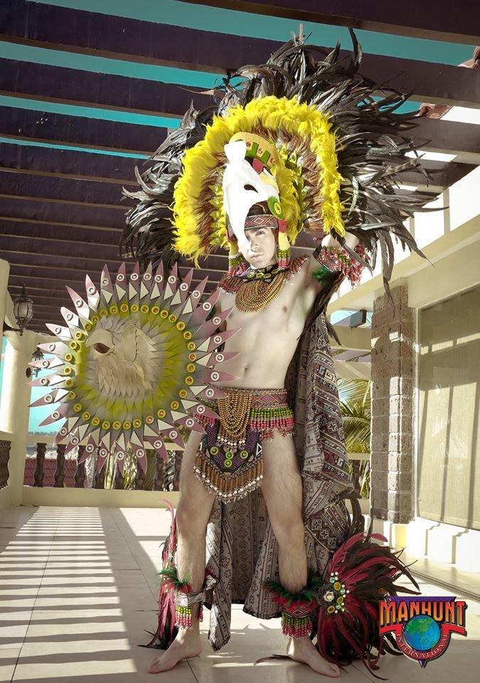 Phạm Đình Lĩnh diện National Costume áo dài độc đáo, được dự đoán đăng quang Manhunt International 2020 Ảnh 7