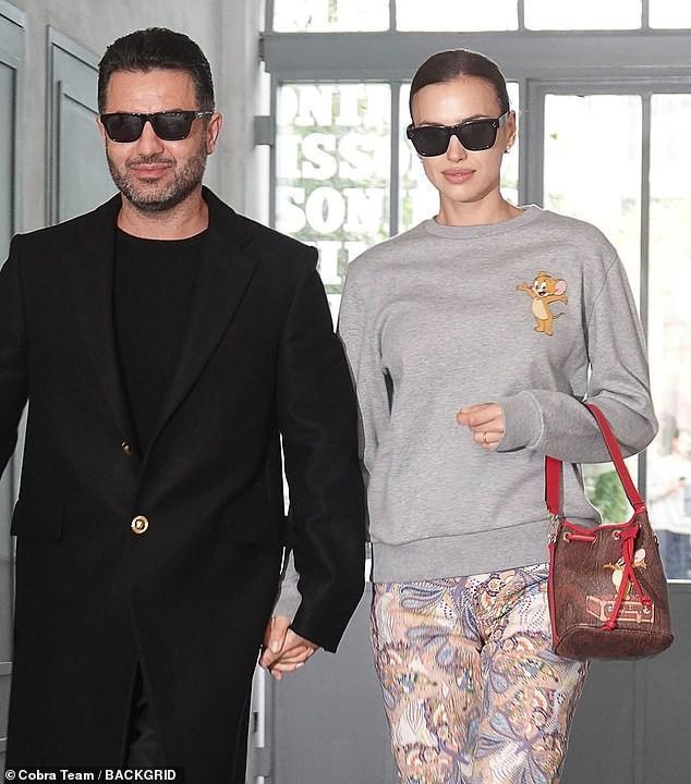 'Chân dài' Irina Shayk khoe dáng 'bốc lửa', kiêu sa trên sàn catwalk Ảnh 6