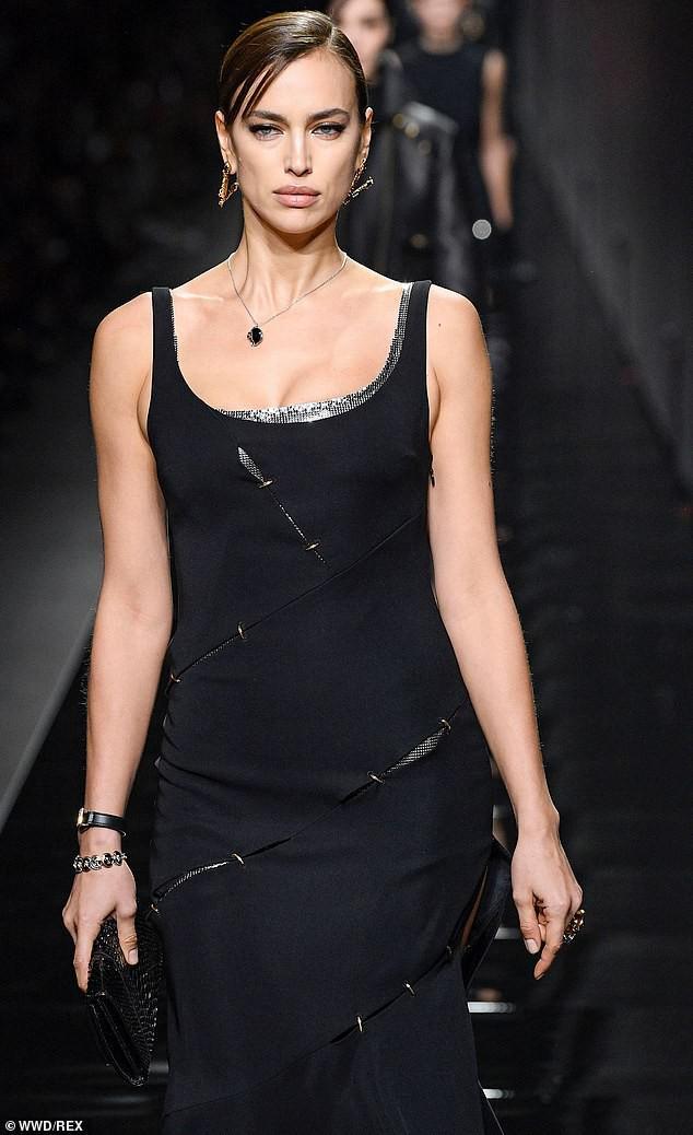 'Chân dài' Irina Shayk khoe dáng 'bốc lửa', kiêu sa trên sàn catwalk Ảnh 1