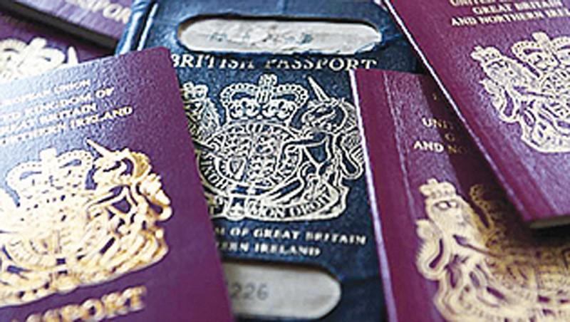 Anh chính thức đổi màu hộ chiếu hậu Brexit Ảnh 1