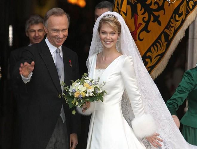 Chiêm ngưỡng 12 mẫu váy cưới đẹp nhất trong lịch sử Hoàng gia các nước Ảnh 17