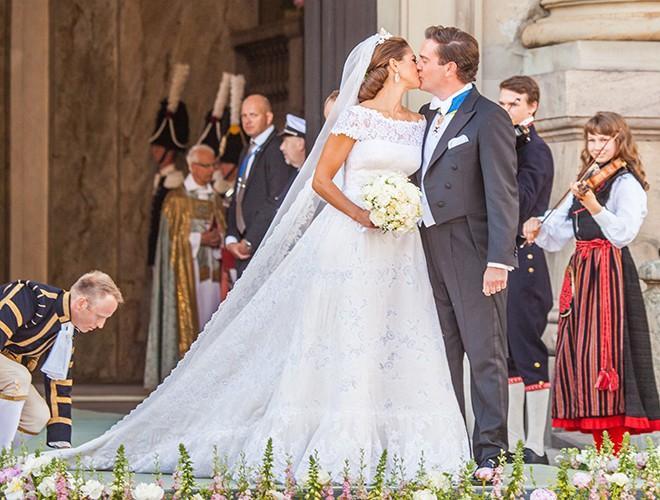 Chiêm ngưỡng 12 mẫu váy cưới đẹp nhất trong lịch sử Hoàng gia các nước Ảnh 8
