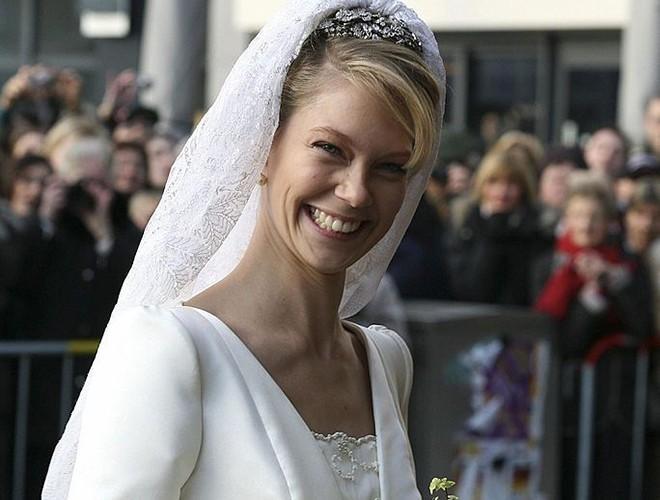 Chiêm ngưỡng 12 mẫu váy cưới đẹp nhất trong lịch sử Hoàng gia các nước Ảnh 18