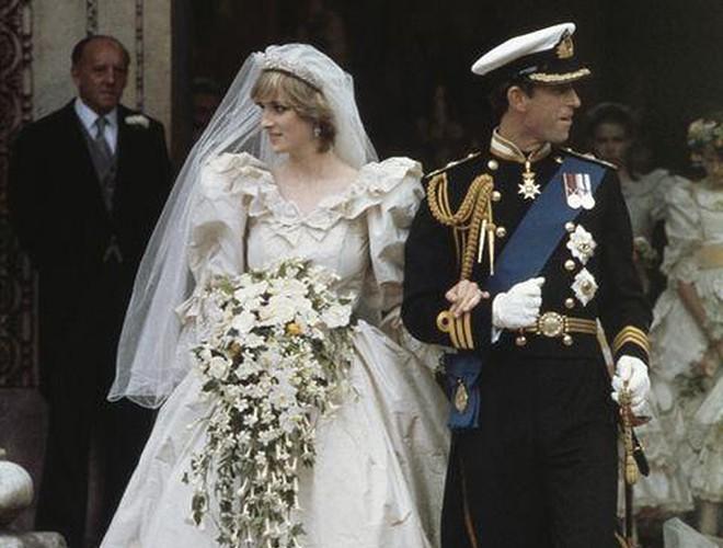 Chiêm ngưỡng 12 mẫu váy cưới đẹp nhất trong lịch sử Hoàng gia các nước Ảnh 2