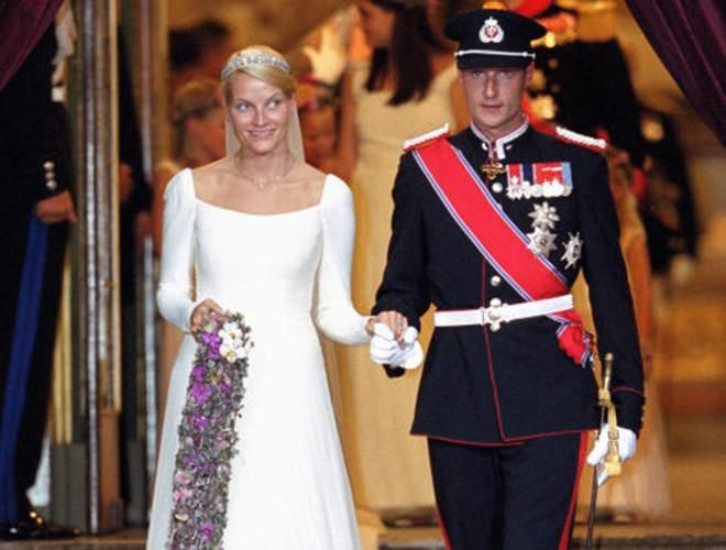 Chiêm ngưỡng 12 mẫu váy cưới đẹp nhất trong lịch sử Hoàng gia các nước Ảnh 3