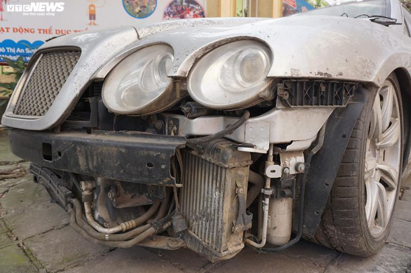 Xe sang Bentley Continental gần 20 tỷ đồng bị 'vứt xó' ở Hà Nội Ảnh 3