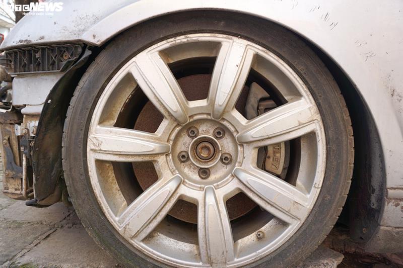 Xe sang Bentley Continental gần 20 tỷ đồng bị 'vứt xó' ở Hà Nội Ảnh 8