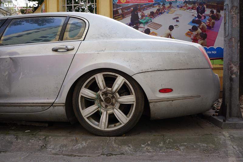 Xe sang Bentley Continental gần 20 tỷ đồng bị 'vứt xó' ở Hà Nội Ảnh 7