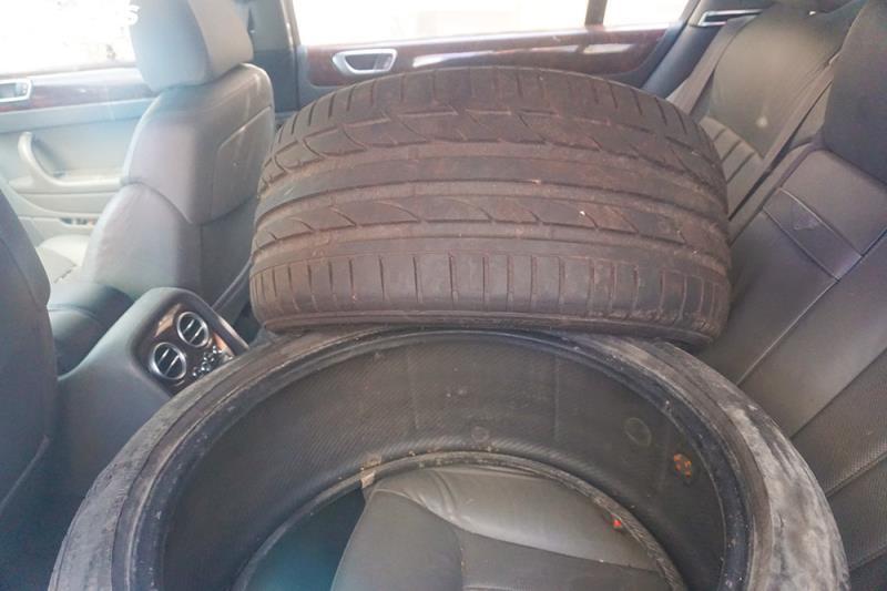Xe sang Bentley Continental gần 20 tỷ đồng bị 'vứt xó' ở Hà Nội Ảnh 13