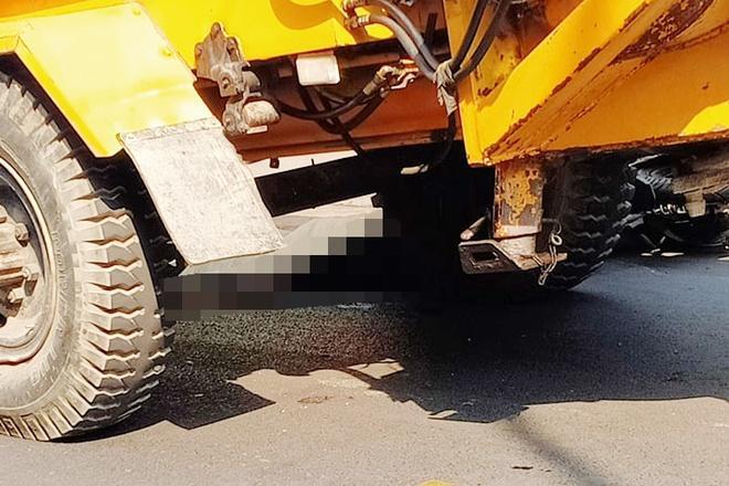 Xe tải kéo máy bơm bê tông cán chết bé gái 14 tuổi Ảnh 1