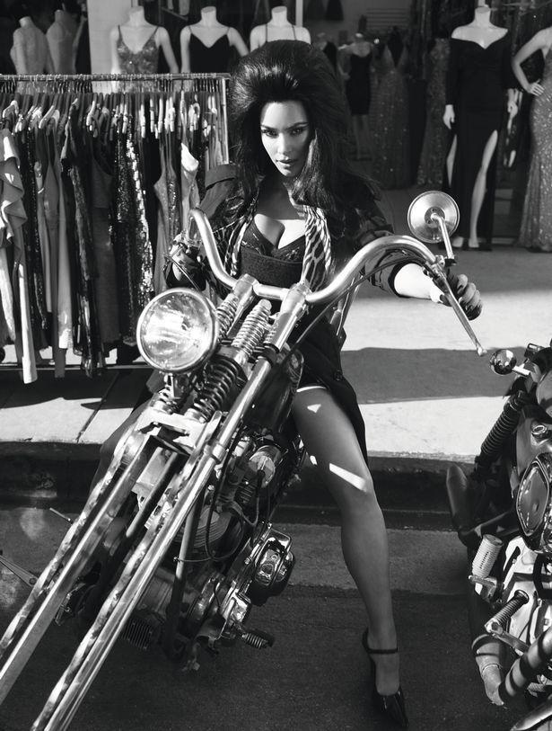 Kim Kardashian và Naomi Campbell trong bộ ảnh tôn vinh vẻ đẹp cổ điển Ảnh 2