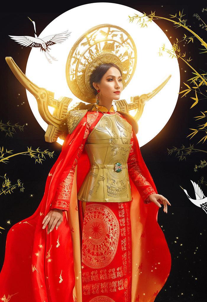 Hé lộ ý nghĩa bộ trang phục dân tộc của Hoài Sa tại Miss International Queen 2020 Ảnh 1