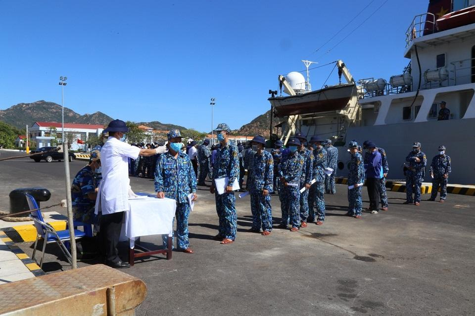 Vùng 4 Hải quân phòng dịch cho các lực lượng đi công tác đảo, nhà giàn Ảnh 2