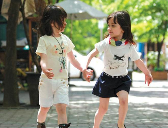Giải mã sức hút của những cặp song sinh được mệnh danh đẹp nhất thế giới Ảnh 15