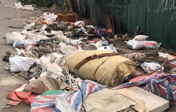 Công an quận Tây Hồ nói gì về 'núi' rác trên đường Nguyễn Văn Huyên kéo dài? Ảnh 2
