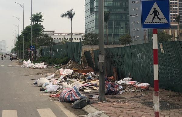 Công an quận Tây Hồ nói gì về 'núi' rác trên đường Nguyễn Văn Huyên kéo dài? Ảnh 1