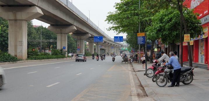 Chống dịch Covid-19: Hà Nội ngày đầu tiên vắng bóng xe buýt Ảnh 10