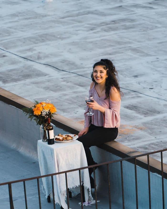 Ở nhà tránh dịch, thanh niên FA cưa đổ cô gái tòa nhà kế bên bằng fly-cam Ảnh 12