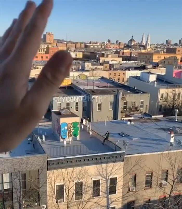 Ở nhà tránh dịch, thanh niên FA cưa đổ cô gái tòa nhà kế bên bằng fly-cam Ảnh 3