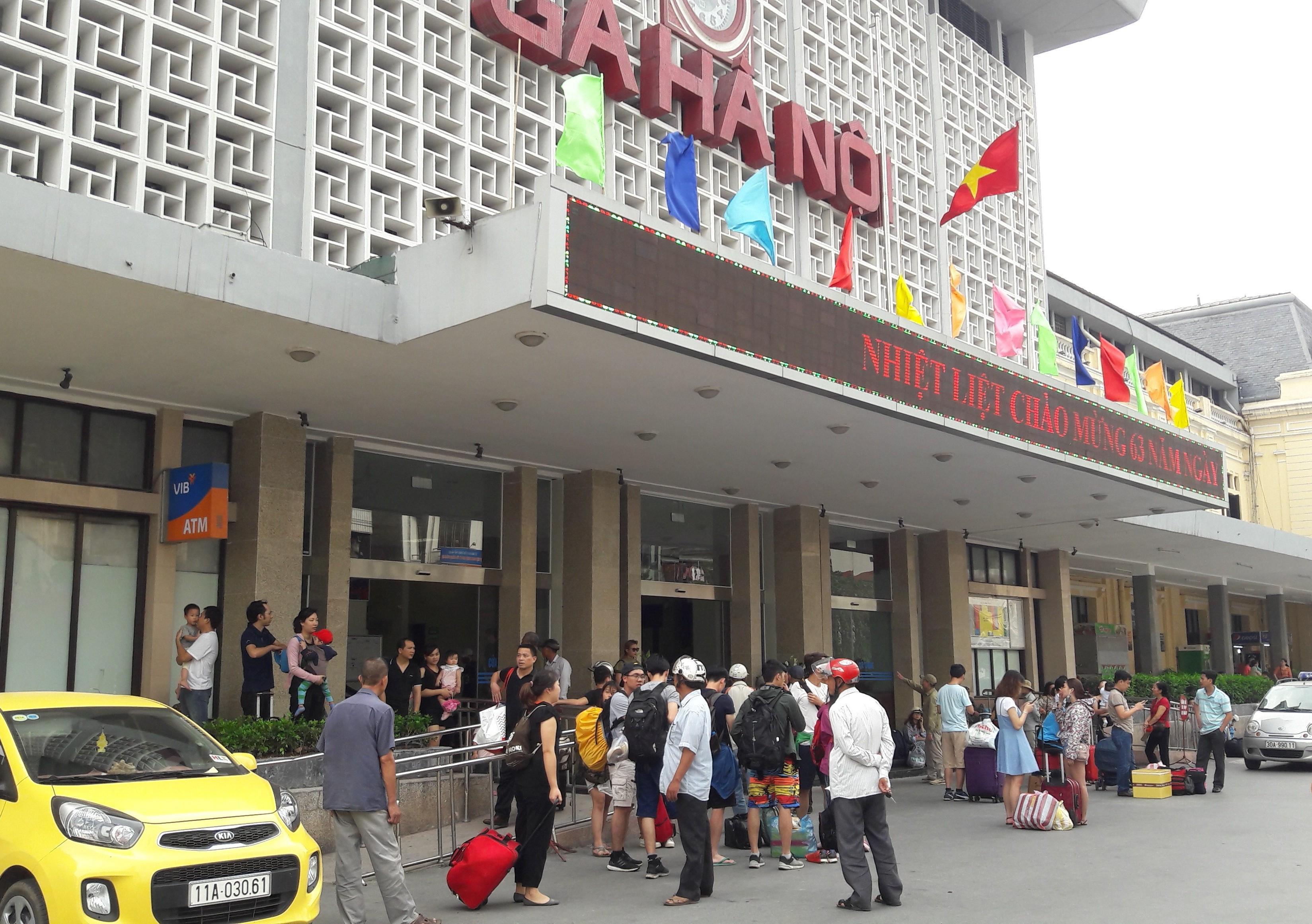 Khẩn cấp hạn chế tối đa tàu, xe đi/đến Hà Nội, TP Hồ Chí Minh Ảnh 1