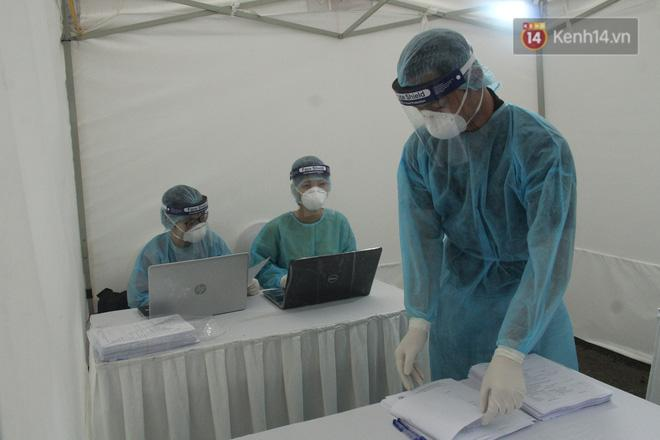 Hà Nội bắt đầu đón bệnh nhân làm xét nghiệm nhanh COVID-19, cho kết quả trong 10 phút Ảnh 14