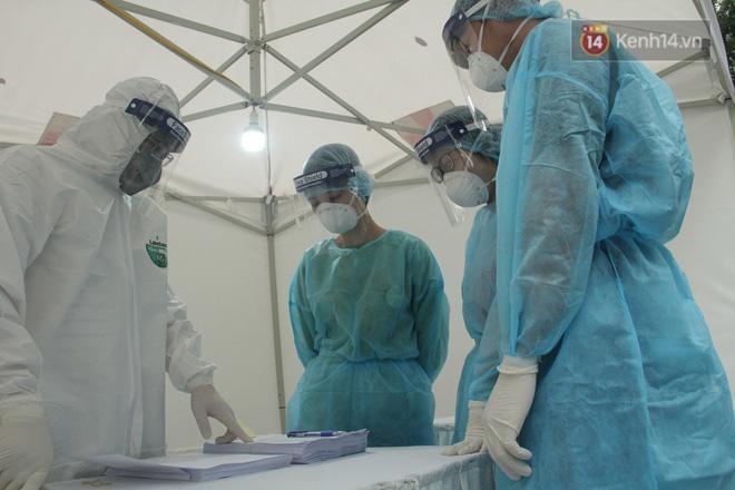 Hà Nội bắt đầu đón bệnh nhân làm xét nghiệm nhanh COVID-19, cho kết quả trong 10 phút Ảnh 10