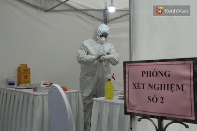 Hà Nội bắt đầu đón bệnh nhân làm xét nghiệm nhanh COVID-19, cho kết quả trong 10 phút Ảnh 12