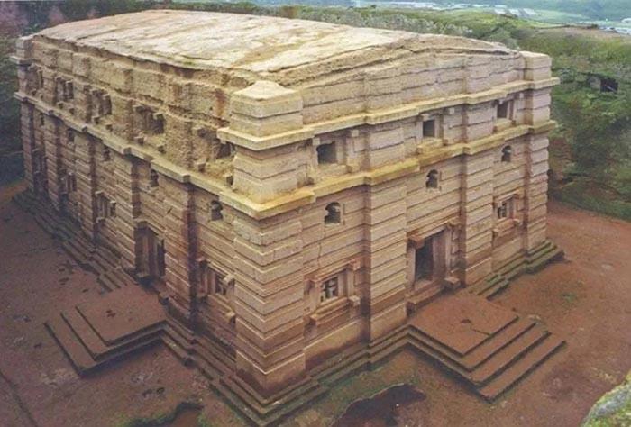 Những điều kỳ lạ xảy ra xung quanh nhà thờ bí ẩn 800 năm tuổi Ảnh 3