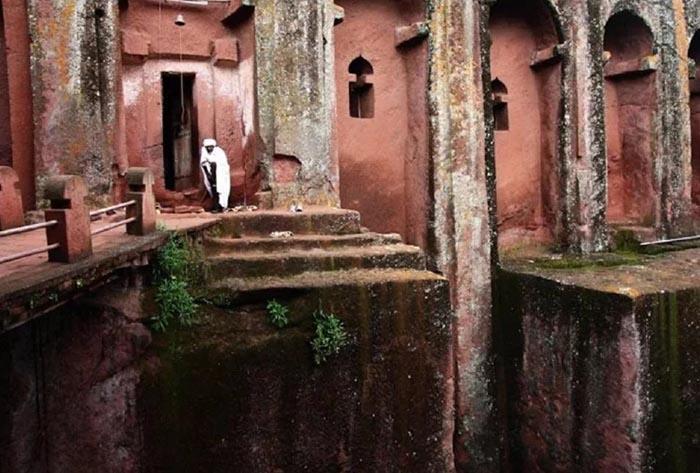 Những điều kỳ lạ xảy ra xung quanh nhà thờ bí ẩn 800 năm tuổi Ảnh 5