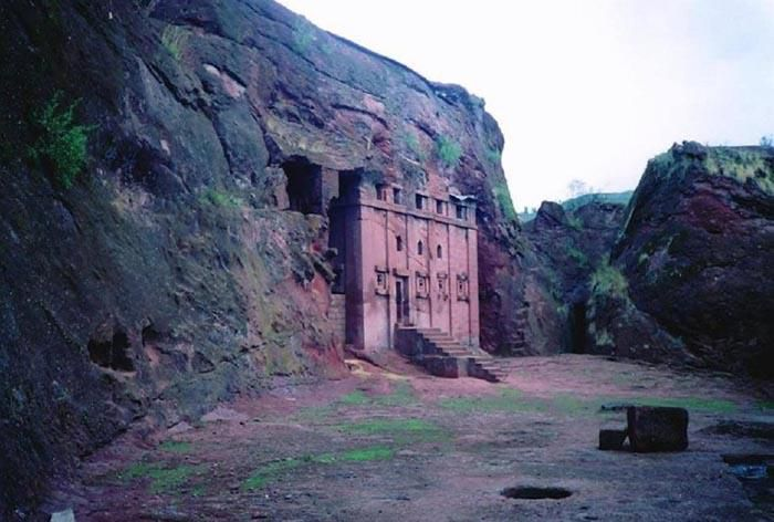 Những điều kỳ lạ xảy ra xung quanh nhà thờ bí ẩn 800 năm tuổi Ảnh 7