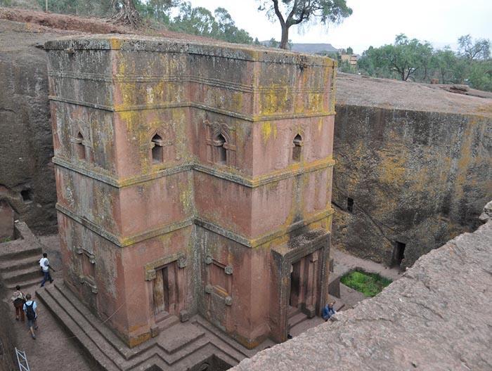Những điều kỳ lạ xảy ra xung quanh nhà thờ bí ẩn 800 năm tuổi Ảnh 2