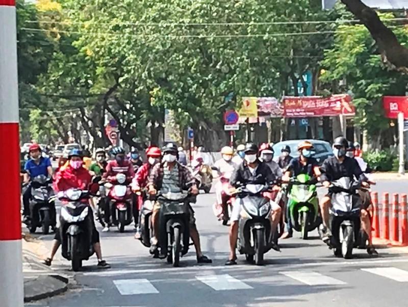 Nhiều người Đà Nẵng chủ quan trong phòng chống dịch COVID-19 Ảnh 2