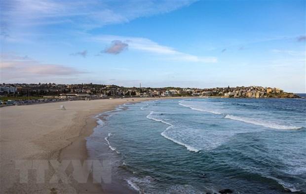 Nhiều bãi biển nổi tiếng thế giới vắng bóng du khách trong mùa dịch Ảnh 1