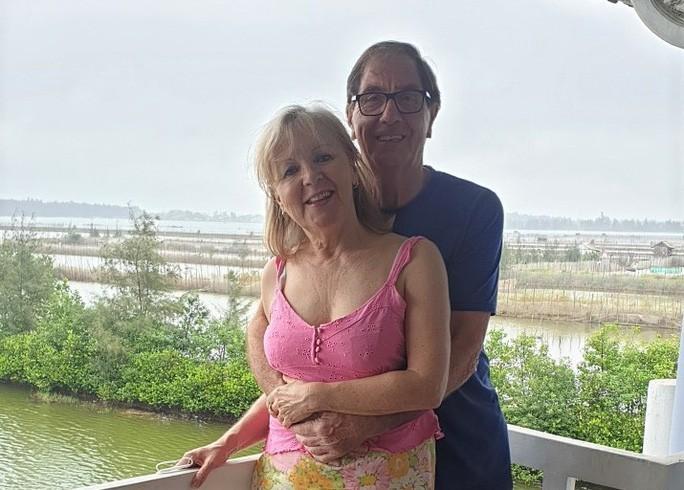 Vợ chồng du khách Anh bày tỏ kinh ngạc thành công của Việt Nam sau khi được chữa khỏi dịch Covid-19 Ảnh 1