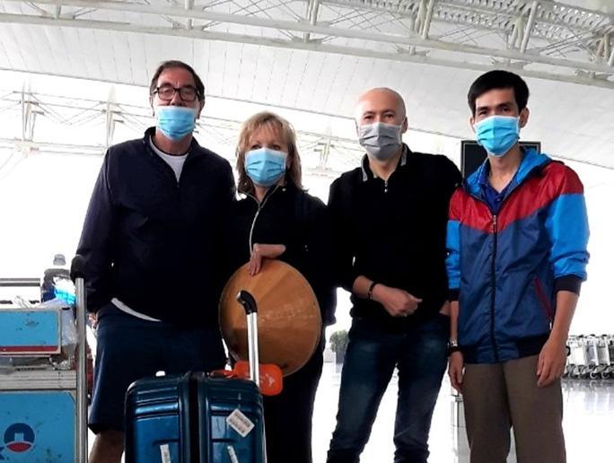 Vợ chồng du khách Anh bày tỏ kinh ngạc thành công của Việt Nam sau khi được chữa khỏi dịch Covid-19 Ảnh 3